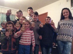 Koretin host cousins with gingerbread cookies I made them