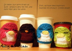 My first free pattern: Sleepy Penguins & Robin Cup Cozy