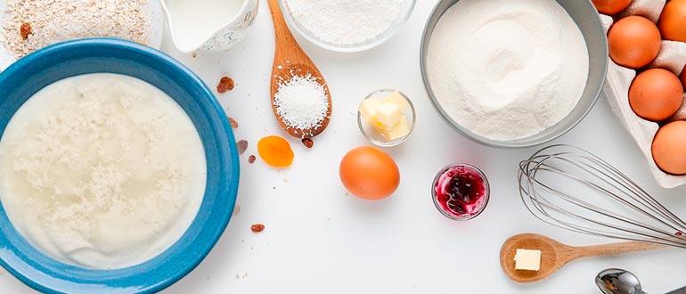 Pečeme v předehřáté troubě asi půl hodiny. Dokončené sušenky posypeme cukrem.