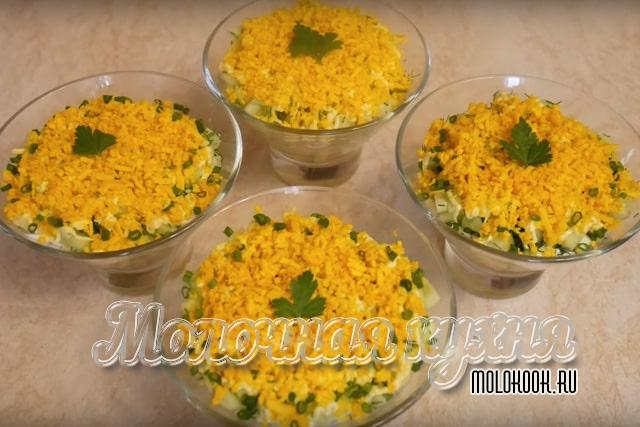 Classic Salad Recipe with Cracker Biscuit