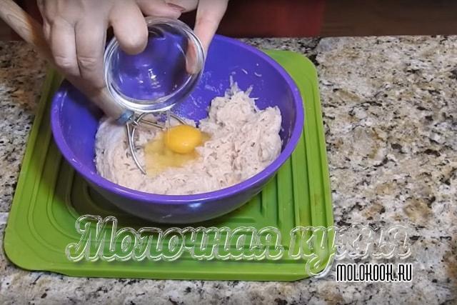 Přidání kuřecího vajec