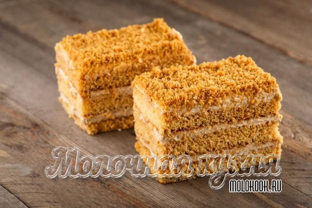 Kremalı bisküvi ve ekşi kremadan yapılan en yumuşak ballı kek