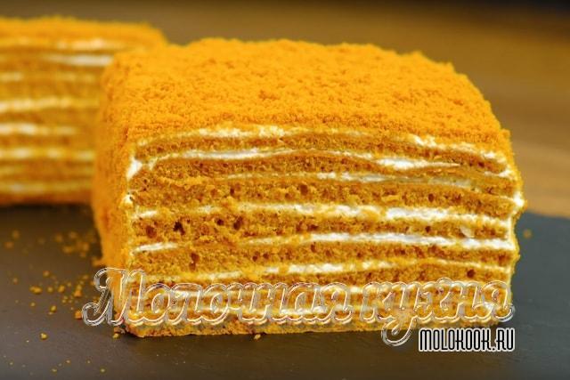 Kekleri dökmeden ballı kek