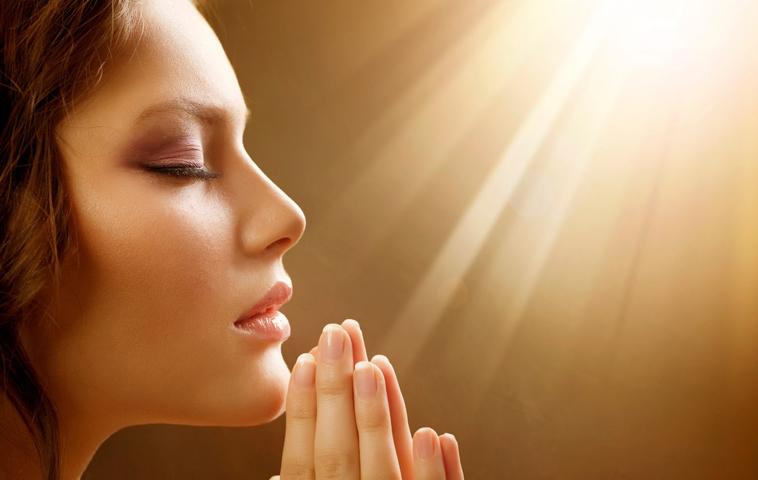 Resultado de imagem para pessoa orando