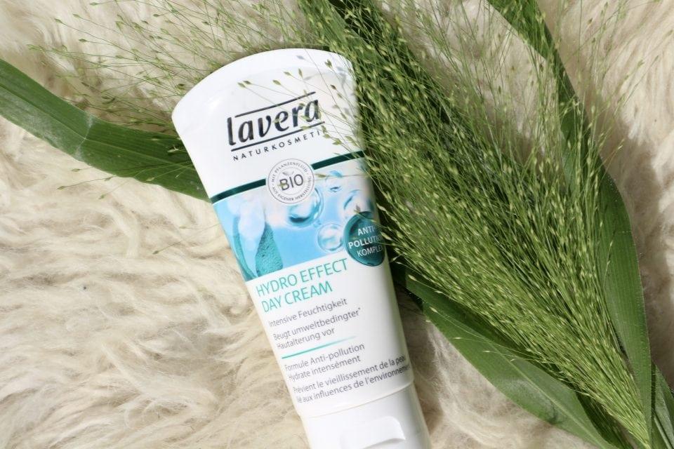 Lavera hydro effect day cream review Momambition.nl Tropenrooster voor je huid | Mijn huidverzorgingsroutine in de zomer beautyblog mamablog