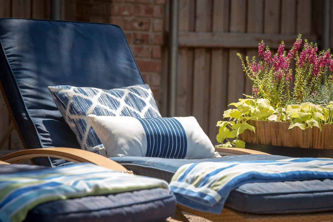 How To Spray Paint Your Outdoor Cushions Home Decor And Home
