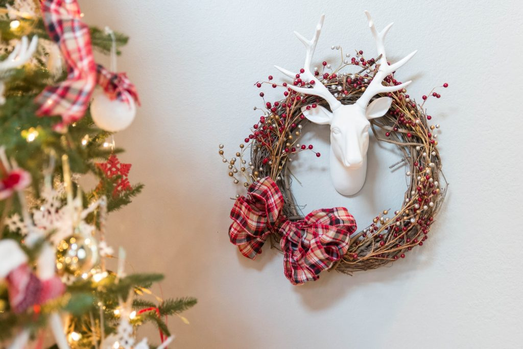 Make This Easy Christmas Wreath