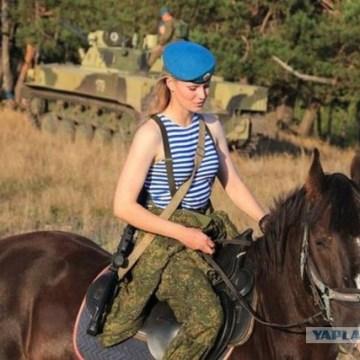 ロシア 美女 兵士 女性