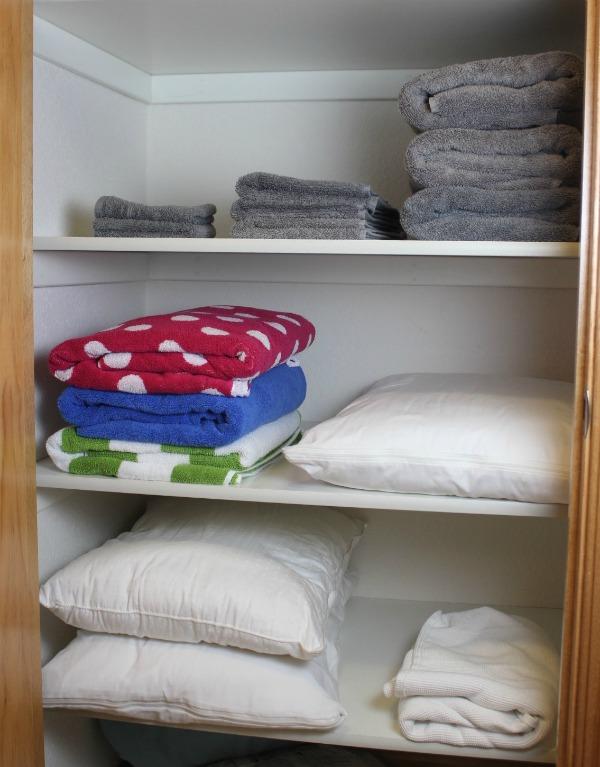 closet-organization-decrapification