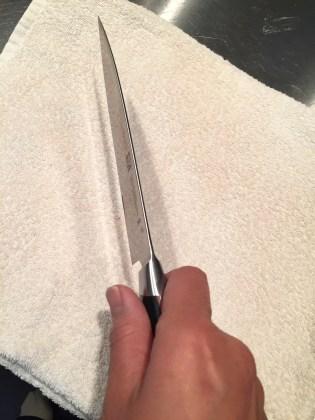 間違ったナイフの持ち方