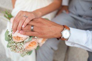 melaksanakan pernikahan dengan cepat