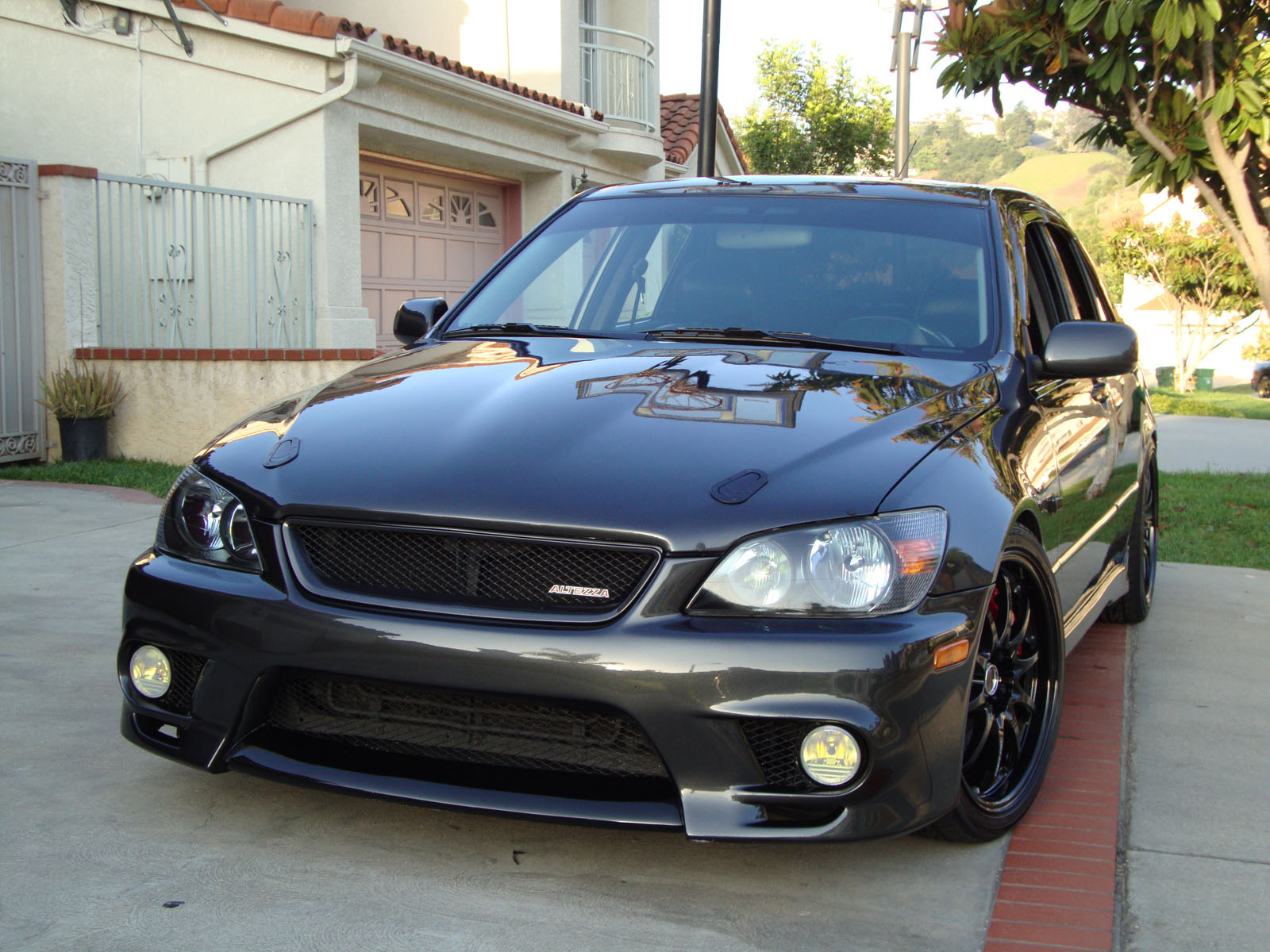 2002 Lexus IS 300 Information and photos MOMENTcar