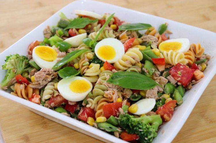 Salada Fria de Massa com Atum e Legumes