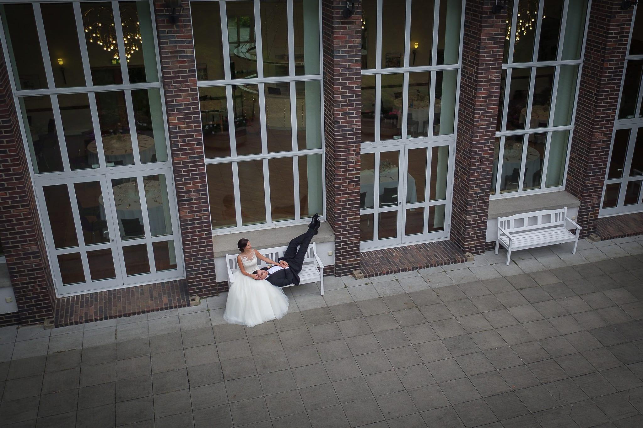 Brautpaar Tanz vor Festsaal
