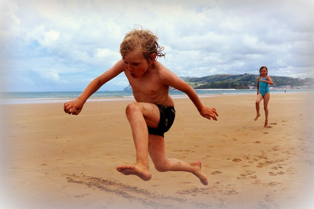 Boy's_longjump_at_beach(14845923272)