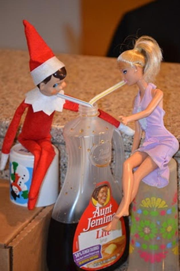 Vh-Funny-Elf-on-a-Shelf-Christmas