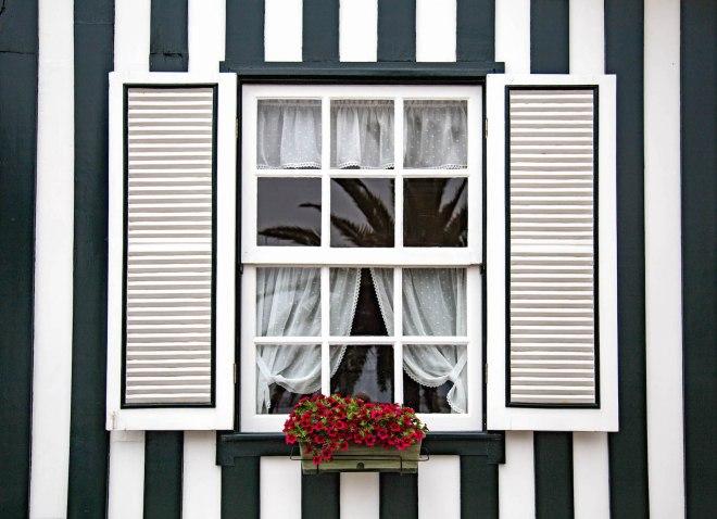 Costa Nova-window-portugal-momentsofyugen