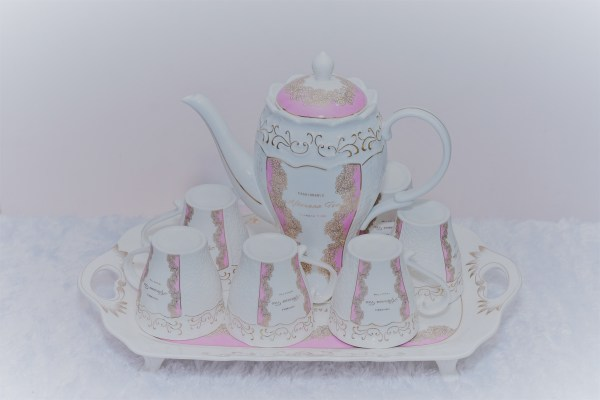 Queen's Teapot with Cups and Plates 1