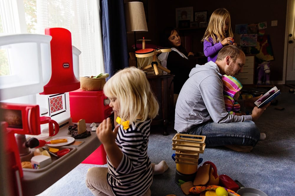 Cornwall family photographer - family in play kitchen