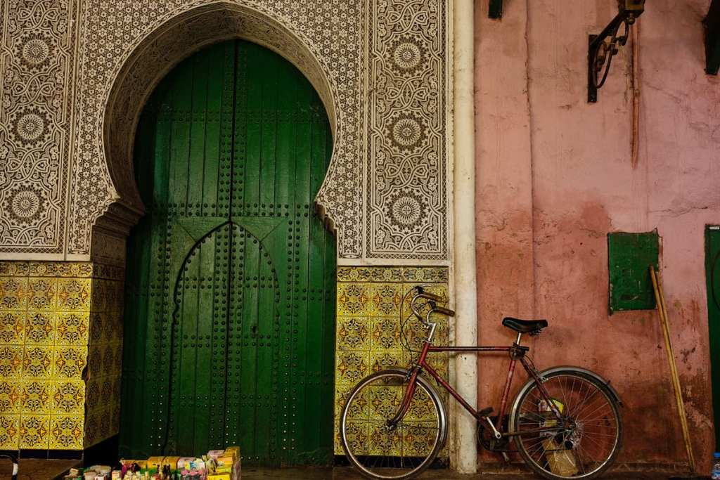 Wedding photographer in Morocco - green door and bike
