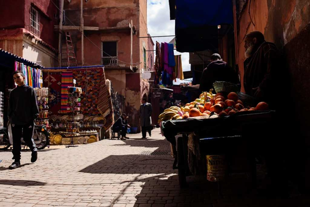 Wedding photographer in Morocco - orange vendor
