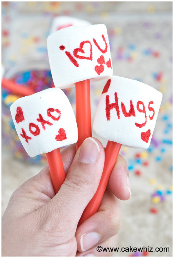 Valentine's Day Crafts for Kids. Lots of Valentine Craft Ideas for kids to do at class parties, at home, daycare, or more. #valentinescraft #valentinecraft #valentinecraftsforkids #kidscrafts