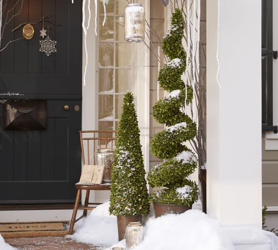 Christmas Front Porch Decorating Ideas 05
