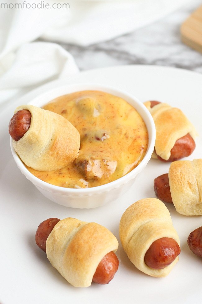 Mini Pigs in Blanket with easy chili cheese dip