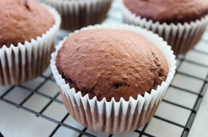 Mint Chocolate Chip Cupcakes recipe -baking the cupcakes