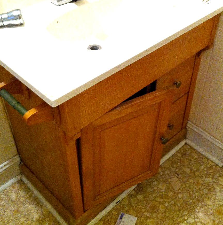 bathroomcabinetbefore2