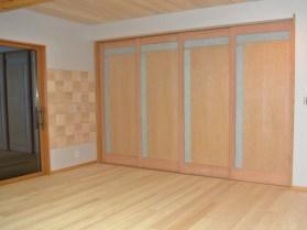 畳のお部屋とダイニングにはナチュラルな引き戸に