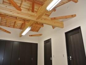 ナチュラルな天井は開放感いっぱい