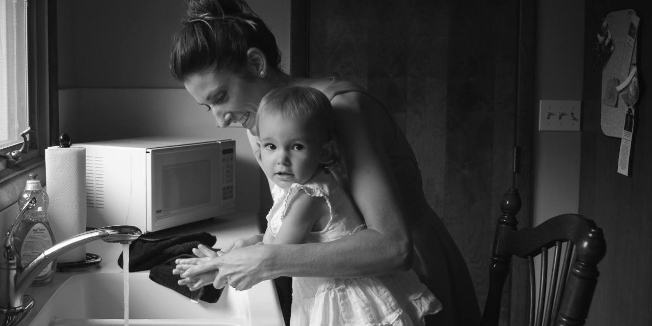 8 Distractions For Stay At Home Moms Should Avoid To Stay Productive!