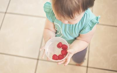 Three Stages of Feeding A Baby For Healthy Brain Development
