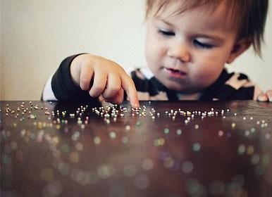 寶寶丟丟樂!小孩愛丟東西的原因分析 1
