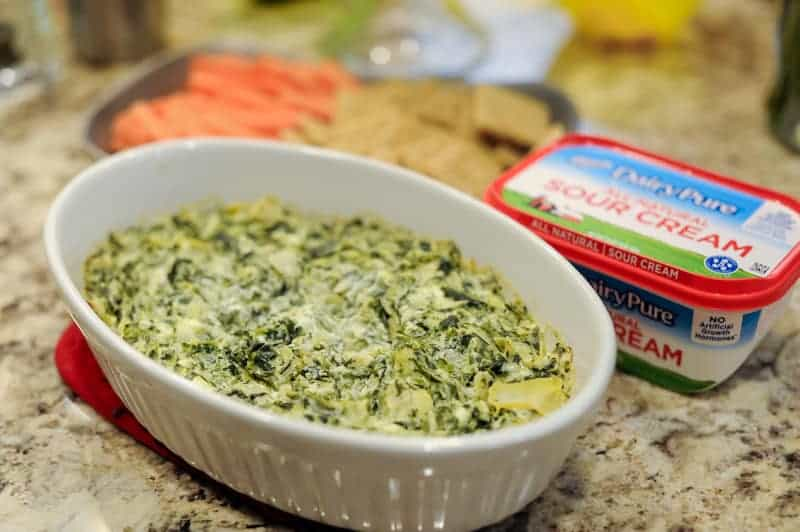 easy holiday appetizers idea from Pennsylvania blogger Lyndsey of www.mommafitlyndsey.com // holiday party appetizer // make ahead holiday appetizers // simple holiday appetizers // easy christmas appetizers // easy holiday finger foods