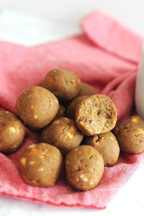 this gingerbread protein ball recipe is a perfect healthy holiday snack
