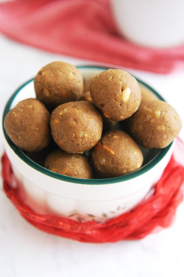gingerbread protein balls are a healthy christmas snack