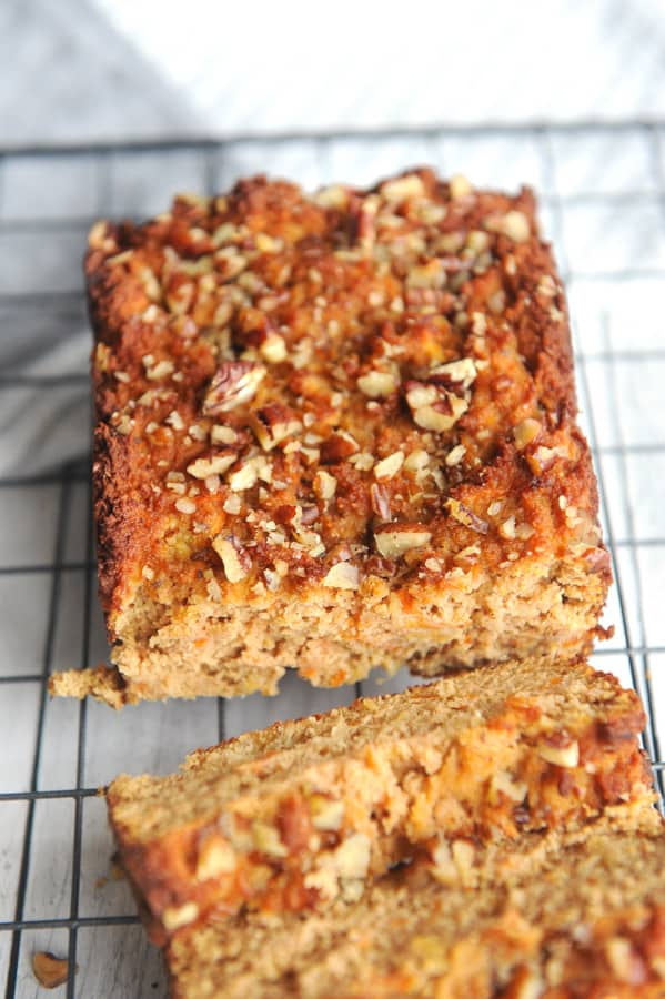 Looking for healthy easter brunch ideas? healthy Lifestyle Blogger Momma Fit lyndsey is sharing her favorite healthy carrot cake recipe for breakfast bread