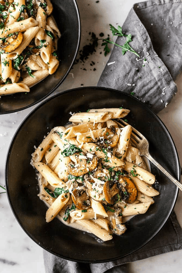 Looking for light pasta recipes for summer? Healthy lifestyle blogger Momma Fit Lyndsey shares her favorite healthy pasta recipes for summer