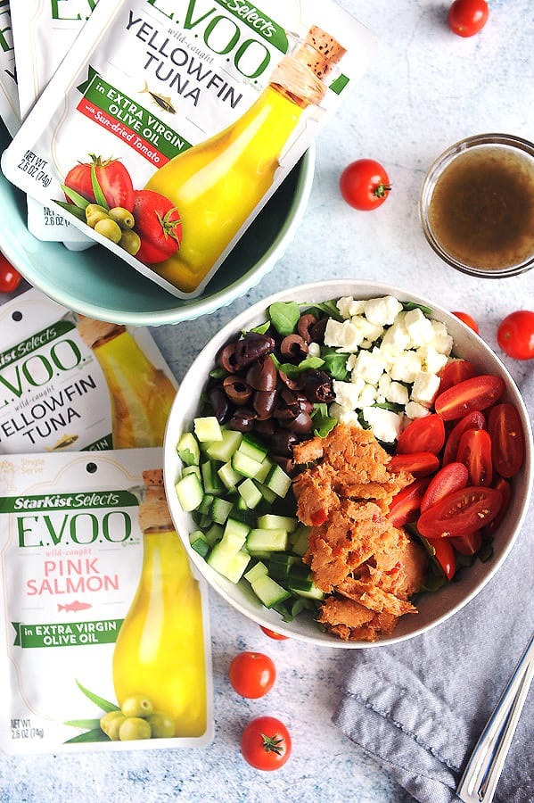 StarKist Selects E.V.O.O.® Pouches have simple ingredients which make it perfect atop a delicious Mediterranean salad. Featuring fresh veggies, Kalamata olives, Greek spices and feta cheese, this recipe is an easy to prepare Mediterranean salad recipe.