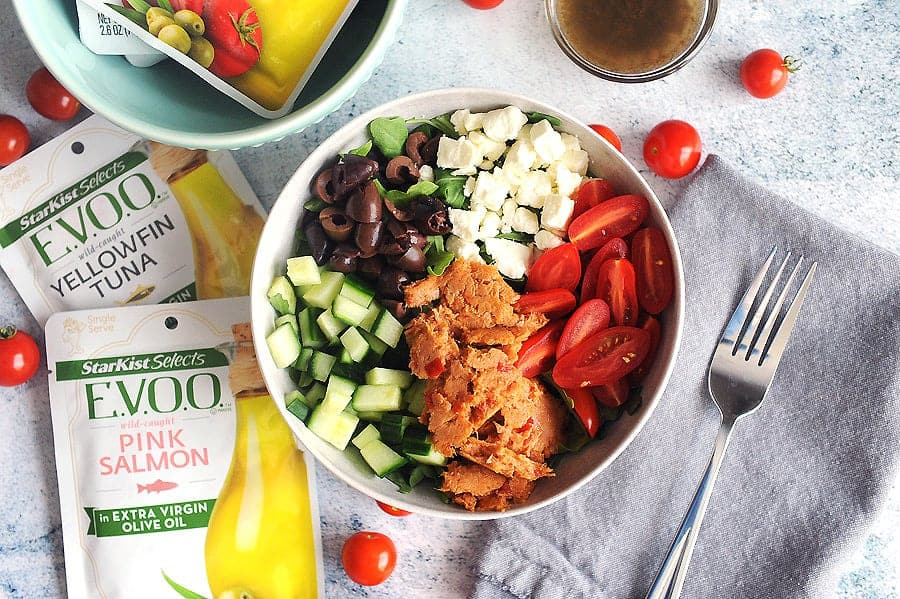 StarKist Selects E.V.O.O.®Pouches have simple ingredients which make it perfect atop a delicious Mediterranean salad. Featuring fresh veggies, Kalamata olives, Greek spices and feta cheese, this recipe is an easy to prepare Mediterranean salad recipe.