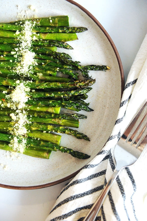 Air Fryer Asparagus made crispy and with just 3 ingredients! The best recipe for quick low carb keto asparagus for your low carb or keto diet recipes!