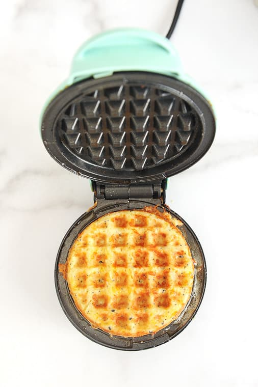 how to make a chaffle in a chaffle maker with video instructions