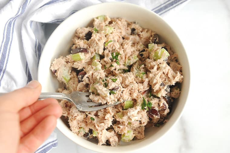 Tuna salad with greek yogurt is an easy lunch recipe to take to work! Quick to make, this healthy tuna salad recipe with no mayo is perfect to make ahead.
