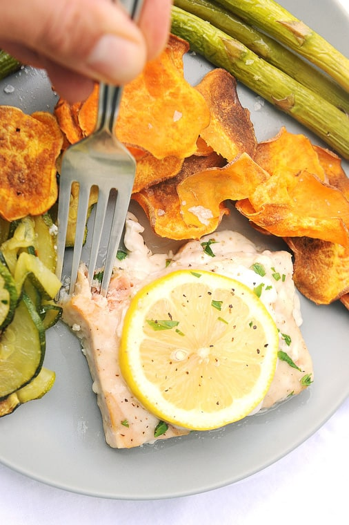 How to cook frozen salmon in the oven with veggies and potatoes. Best recipes for frozen baked salmon for main dishes.