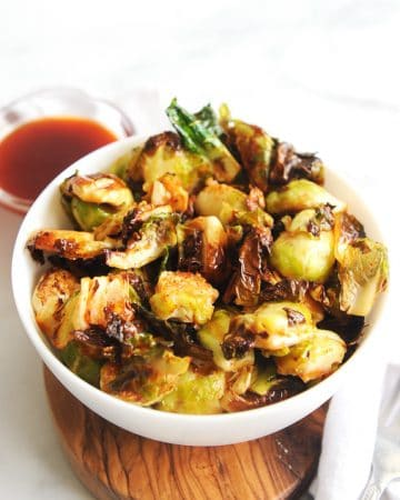 Honey Sriracha brussel sprouts are an easy and healthy side dish loaded with flavor!  These crispy brussel sprouts can be made in the air fryer or oven!