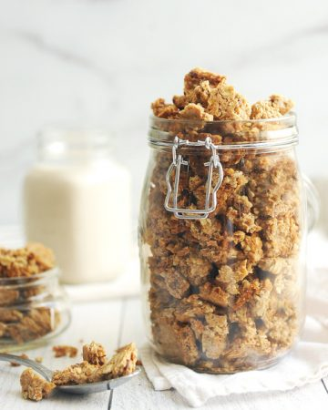 the best healthy vanilla granola that is homemade! Easy to make granola that is gluten free, dairy free and vegan. Made with cinnamon, honey, and maple syrup, this homemade granola is simple and delicious!