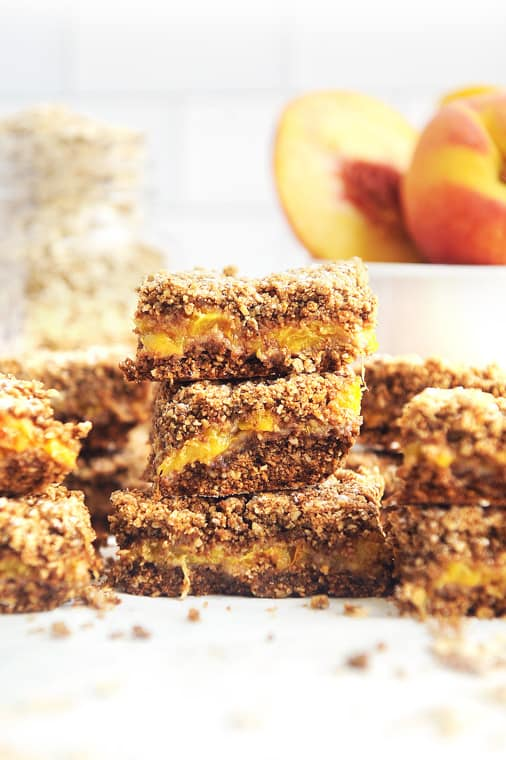 healthy peach crumble bars recipe. Easy to make vegan peach pie bars with no refined sugar, dairy free and gluten free. Best recipe for sweet peach pie bars using fresh peaches.