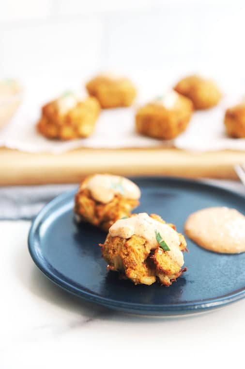 Air fryer crab cakes are easy to make and healthy! The best and most delicious no mayo crab cakes cooked in the air fryer make a delicious meal or appetizer. Serve with healthy homemade remoulade sauce.